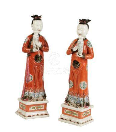 PAIR OF EXPORT PORCELAIN FIGURES
