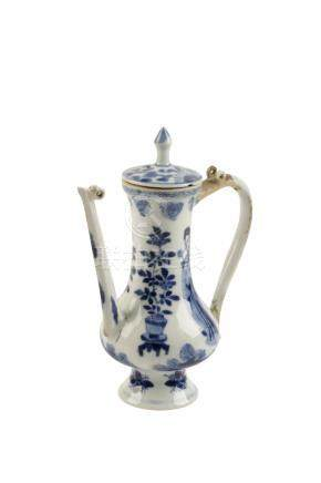 BLUE AND WHITE TEAPOT, QING DYNASTY, 18TH / 19TH CENTURY
