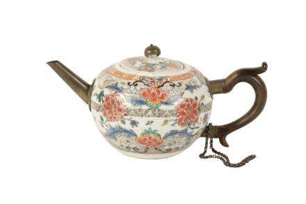 FAMILLE ROSE TEAPOT, QING DYNASTY, 18TH CENTURY
