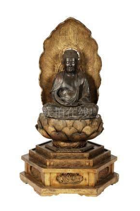 LARGE LACQUER AND GILTWOOD SEATED AMIDA BUDDHA, EDO PERIOD, 18TH CENTURY
