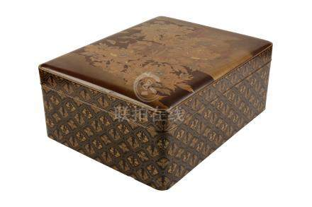 LARGE LACQUER BOX, MEIJI PERIOD (1868-1912)