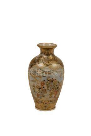 SMALL FINE SATSUMA VASE, SIGNED BY RANZAN