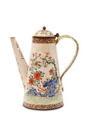 A LARGE CHINESE CANTON ENAMEL COFFEE POT AND COVER. Qing Dynasty, 18th Century. The tapering