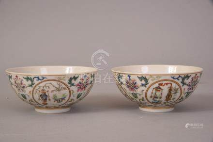 Paif of Chinese famille rose medallion bowls decorated with four medallions enclosing vases,