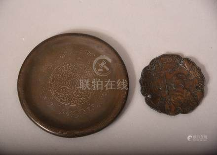Chinese silver-inlaid bronze dish bearing marks to base, Qing dynasty, 11cm dia; together with a