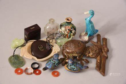 Qty of Oriental items to include a pair of cloisonne bird-shaped containers etc.