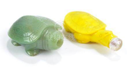 A Chinese carved green hardstone snuff bottle modelled as a tortoise, length 6cm (lacking stopper),
