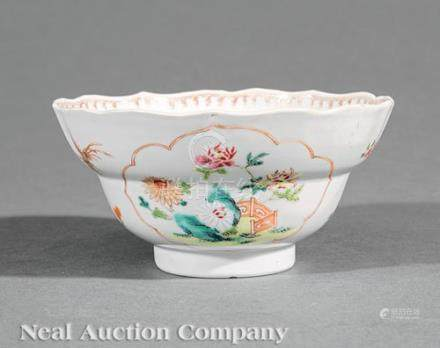Chinese Export Famille Rose Porcelain Bowl, Qing Dynasty (1644-1911), decorated with phoenix and
