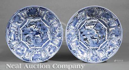 Pair of Japanese Blue and White \Sometsuke\ Porcelain Bowls, Edo Period (1603-1868), decorated in
