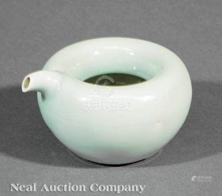 Chinese Celadon Glazed Porcelain Pouring Vessel, Qing Dynasty (1644-1911), apple-form body with