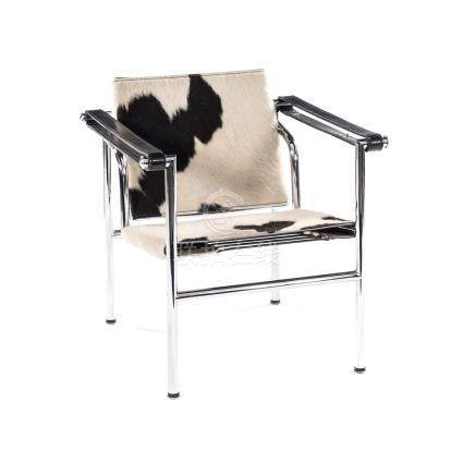 AN LC1 SLING CHAIR DESIGNED IN 1928 BY LE CORBUSIER, PIERRE JEANNERET AND CHARLOTTE PERRIAND the
