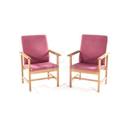 A PAIR OF DANISH OAK CHAIRS DESIGNED BY BORGE MOGENSON, MANUFACTURED BY FREDERICIA STOLEFABRIK,