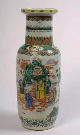 """Grand vase en porcelaine polychrome de Chine dite """"Famille v"""