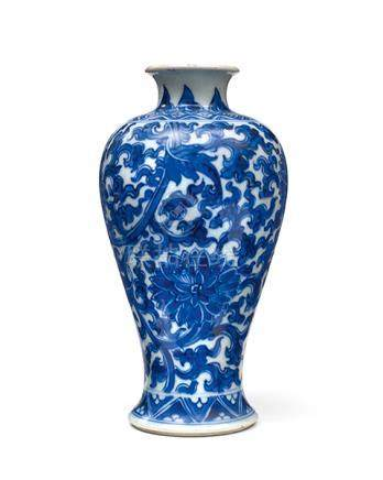 Porzellanvase, China, Xuande, 1425–35. Balusterform mit kurz