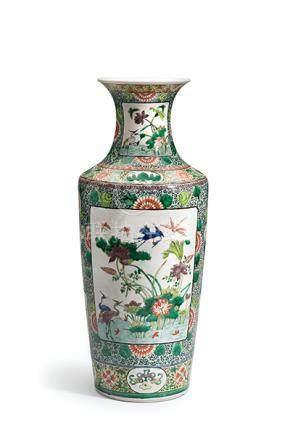 Vase, China, Famille-Verte. Hoher, konischer, schlanker Korp