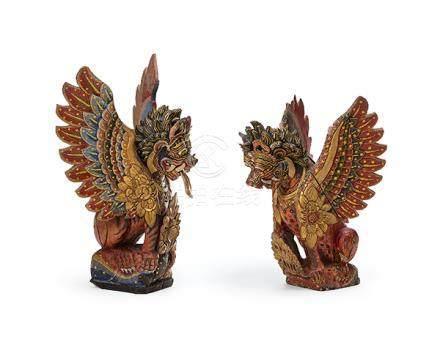 Ein Paar Figuren, Bali. Holz geschnitzt, gefasst und vergold
