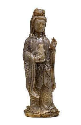 Figur einer Kwanyin aus Speckstein, China, 19. Jh. Sehr fein
