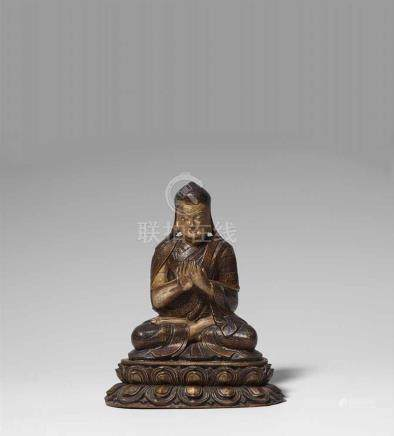 Sehr fein gearbeitete Figur eines Sakya lamas, wohl Künga Gyeltshen (1182-1251). Holz, bemalt.