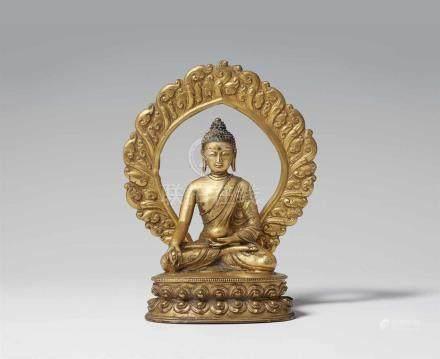 Bhaisajyaguru mit Flammenaureole. Feuervergoldete Bronze. Tibet. 17./18. Jh. In Meditation auf einem