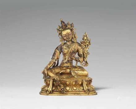 Syamatara. Feuervergoldete Bronze. Sinotibetisch. 18. Jh. Die grüne Tara sitzt in lalitasana auf