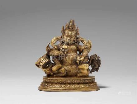 Vaishravana. Feuervergoldete Bronze. Sinotibetisch. 18. Jh. Der König des Nordens thront rittlings
