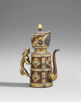 Prächtige Kanne mit Deckel (duomuhu). Kupfer, teilweise vergoldet. Tibet. 19. Jh. Die Wandung