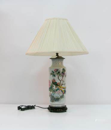 A chinese porcelain lamp