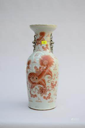 Vase in Chinese porcelain with iron red decoration 'foo dogs' (60cm)