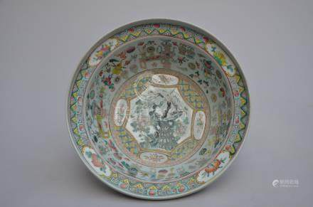 Coupe in Chinese porcelain 'peacock' (*) (37x13cm)