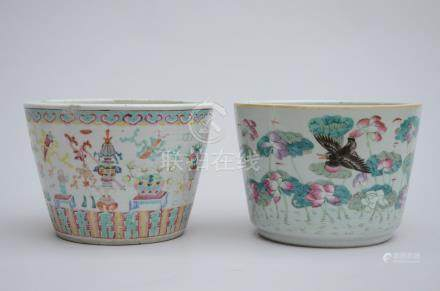 Lot: two jardinières in Chinese porcelain (*) (25x19cm)