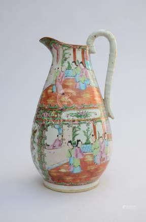 Ewer in Cantonese porcelain 19th (*) (37cm)