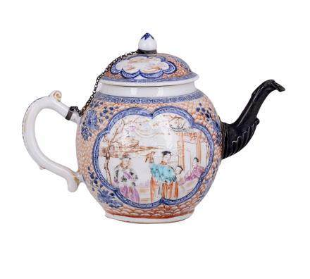 A CHINESE PORCELAIN TEAPOT AND COVER, QIANLONG (1736-1795)