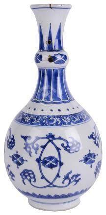 A CHINESE BLUE AND WHITE PORCELAIN BOTTLE VASE, KANGXI (1662-1722)
