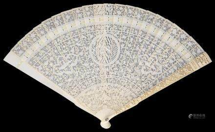 ~A CHINESE IVORY BRISE FAN, CANTON, EARLY 19TH CENTURY