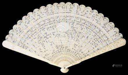~A CHINESE IVORY BRISE FAN, PROBABLY CANTON, SECOND HALF 19TH CENTURY