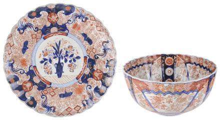A JAPANESE IMARI CHARGER, MEIJI PERIOD (1868-1912)