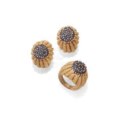 A sapphire dress ring and earclip suite, (2)
