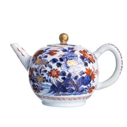 Chinese porcelain Imari teapot, Kangxi