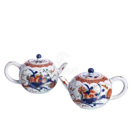 Chinese Porcelain Imari pair of Teapots, Kangxi