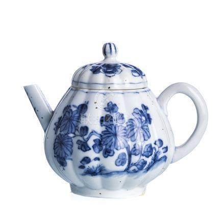 Chinese porcelain Teapot, Kangxi