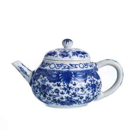 Chinese porcelain tepot, Kangxi