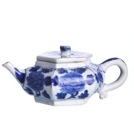 Chinese porcelain hexagonal Teapot, Kangxi