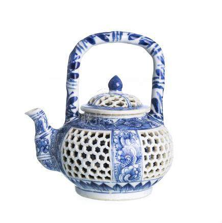 Chinese porcelain double walled teapot, Kangxi