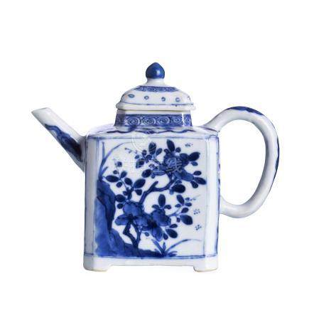 Teapot in Chinese porcelain, Kangxi