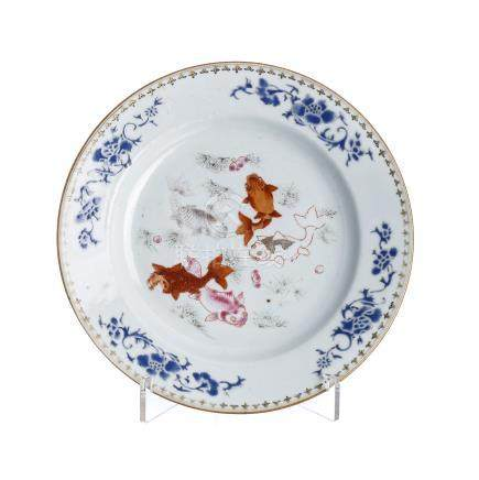 'Carpas' plate in Chinese porcelain, Qianlong
