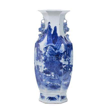 Hexagonal vase in Chinese porcelain, Guangxu