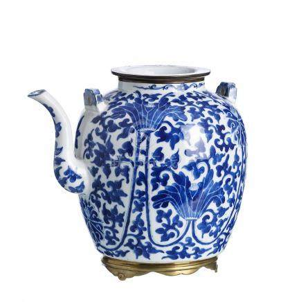 Chinese porcelain large Teapot for wine, Guangxu