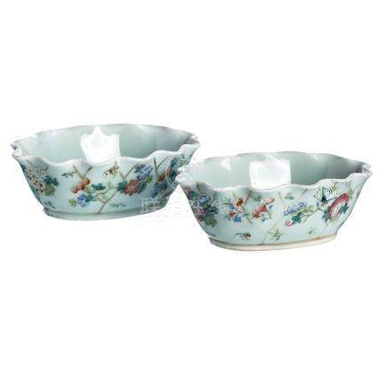 Pair of 'insects' bowls in celadon porcelain, Tongzhi