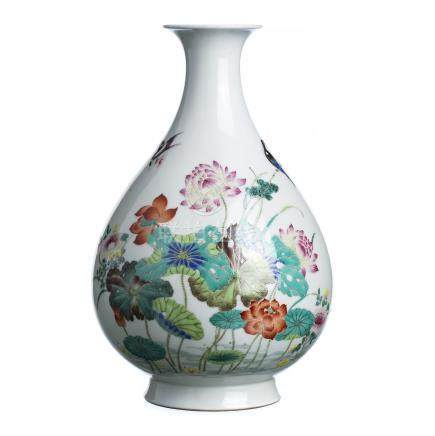 'Lotus flowers' vase in chinese porcelain, Minguo