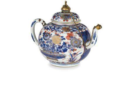 DUE TEIERE IN PORCELLANA IMARI, CINA, EPOCA KANGXI (1662-172